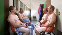 Suomalaismiehet saunassa